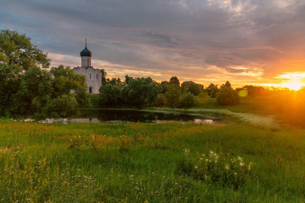 Чудесный, восхитительный рассвет на Покрова-на-Нерли. 10