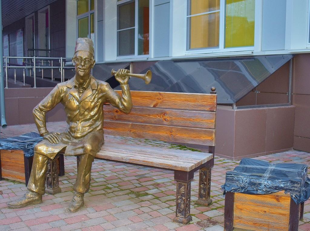 Скульптура доброго врача, г. Владимир