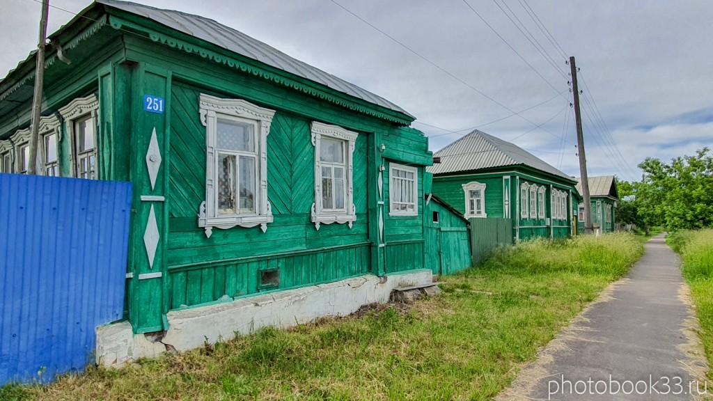 10 Деревянные дома и тротуар в деревне Тургенево Меленковского района