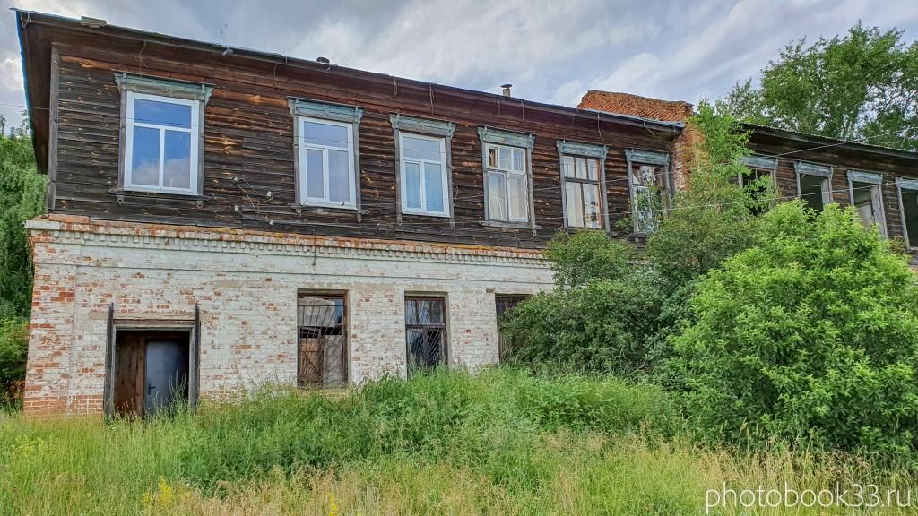 01 Разрушенный двухэтажный деревянно-кирпичный дом в Усаде