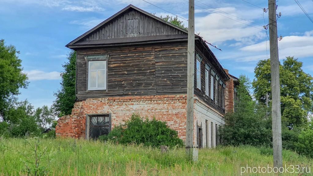 11 Разрушенный двухэтажный деревянно-кирпичный дом в Усаде