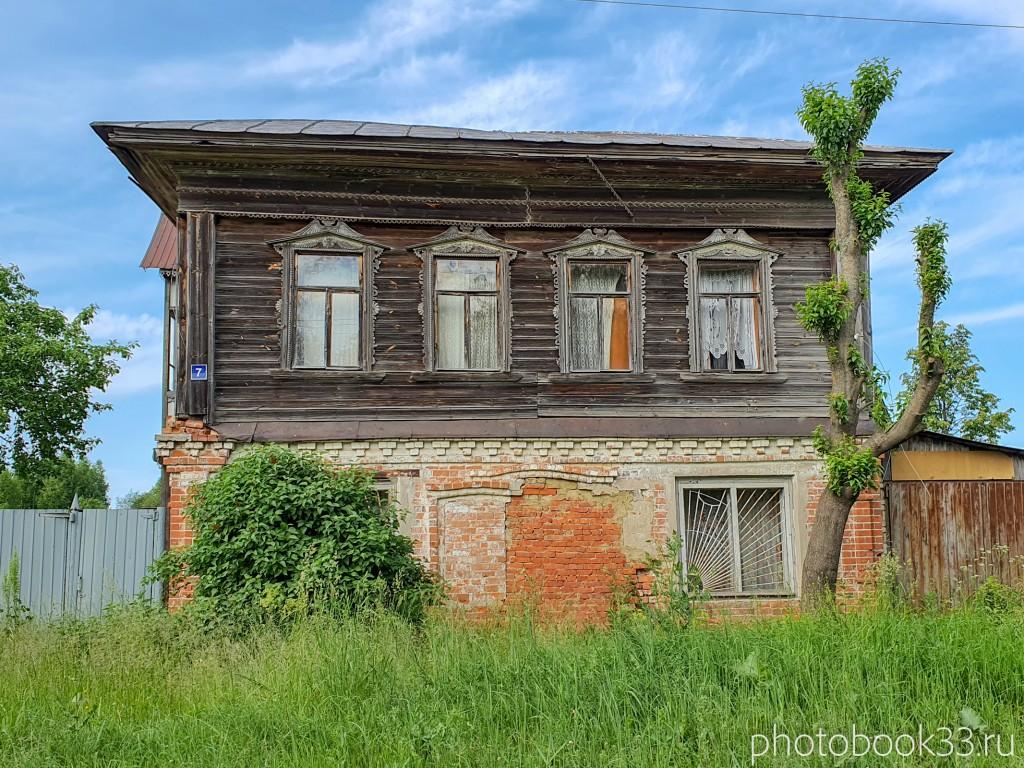 43 Двухэтажный кирпично-деревянный дом в деревне Усад, Меленковский район