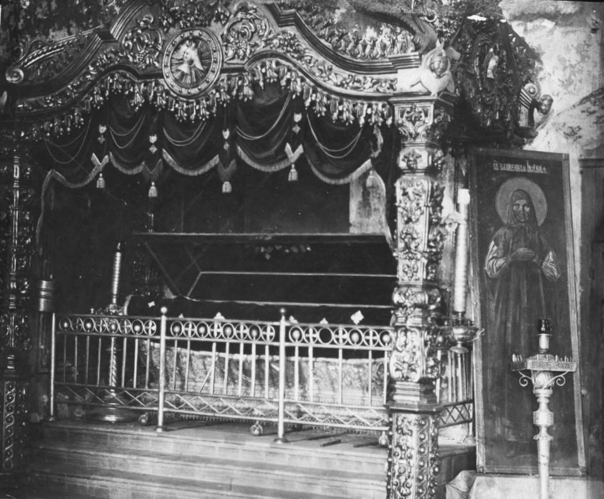 Гробница над местом упокоения праведной Иулиании Лазаревской