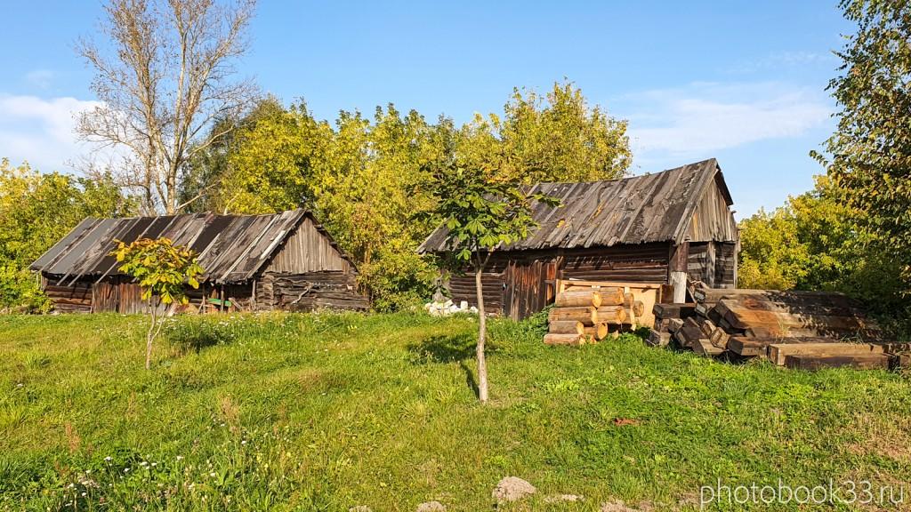 77 Деревянные сараи и поленья дров в д. Кольдино, Муромский район